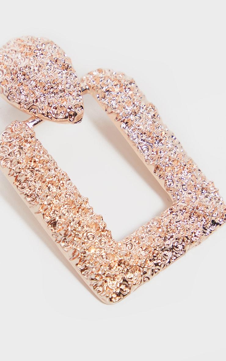 Boucles d'oreilles chunky door knocker carrées rose gold texturées 3