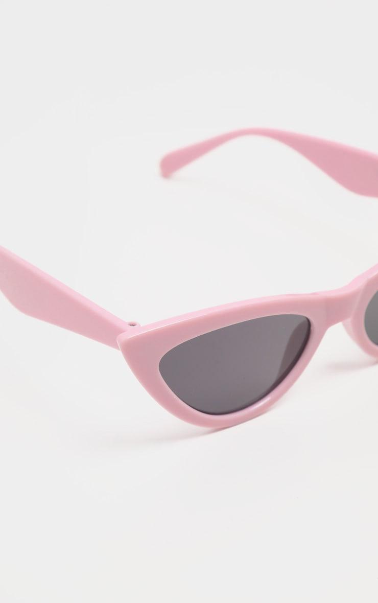 نظارات شمسية كلاسيكية بلون وردي باهت على شكل عين القطة 3