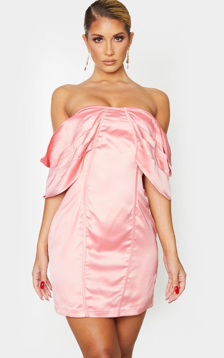 Robe moulante satinée rose à col bateau plissé  1