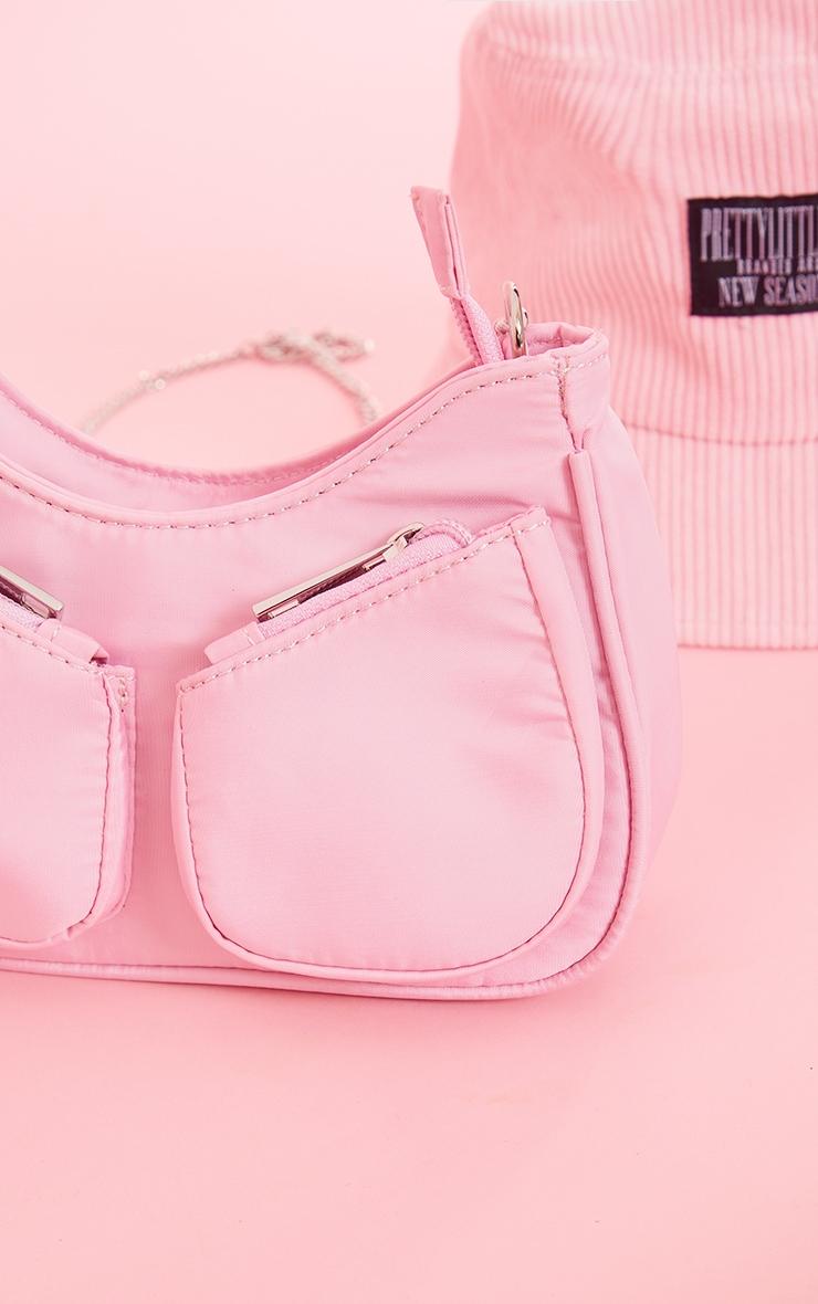 Sac en nylon rose à bandoulière chaîne et petites poches 2