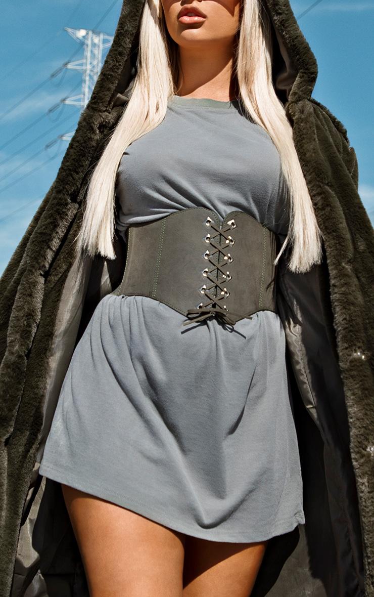 Manteau style militaire kaki en fausse fourrure à capuche 4