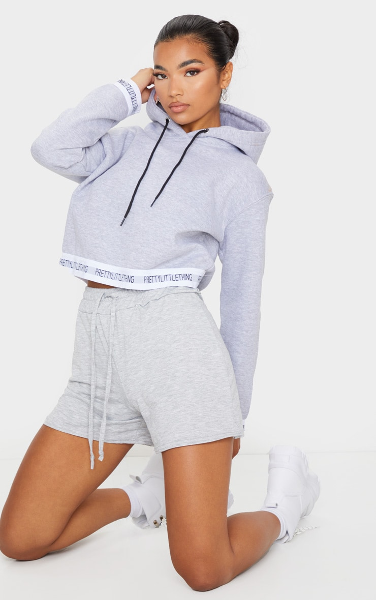 PRETTYLITTLETHING - Hoodie court gris à bande 3