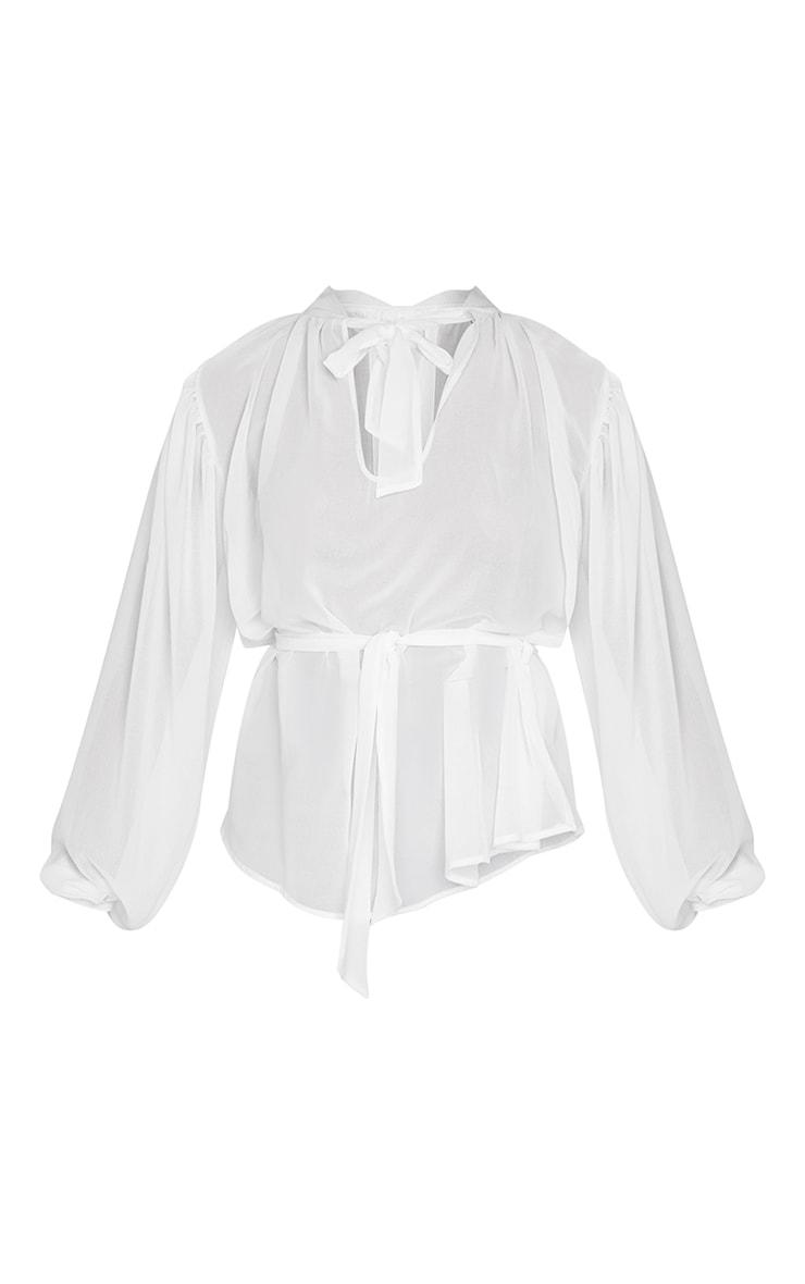 Blouse en mousseline de soie blanche transparente nouée à la taille 5