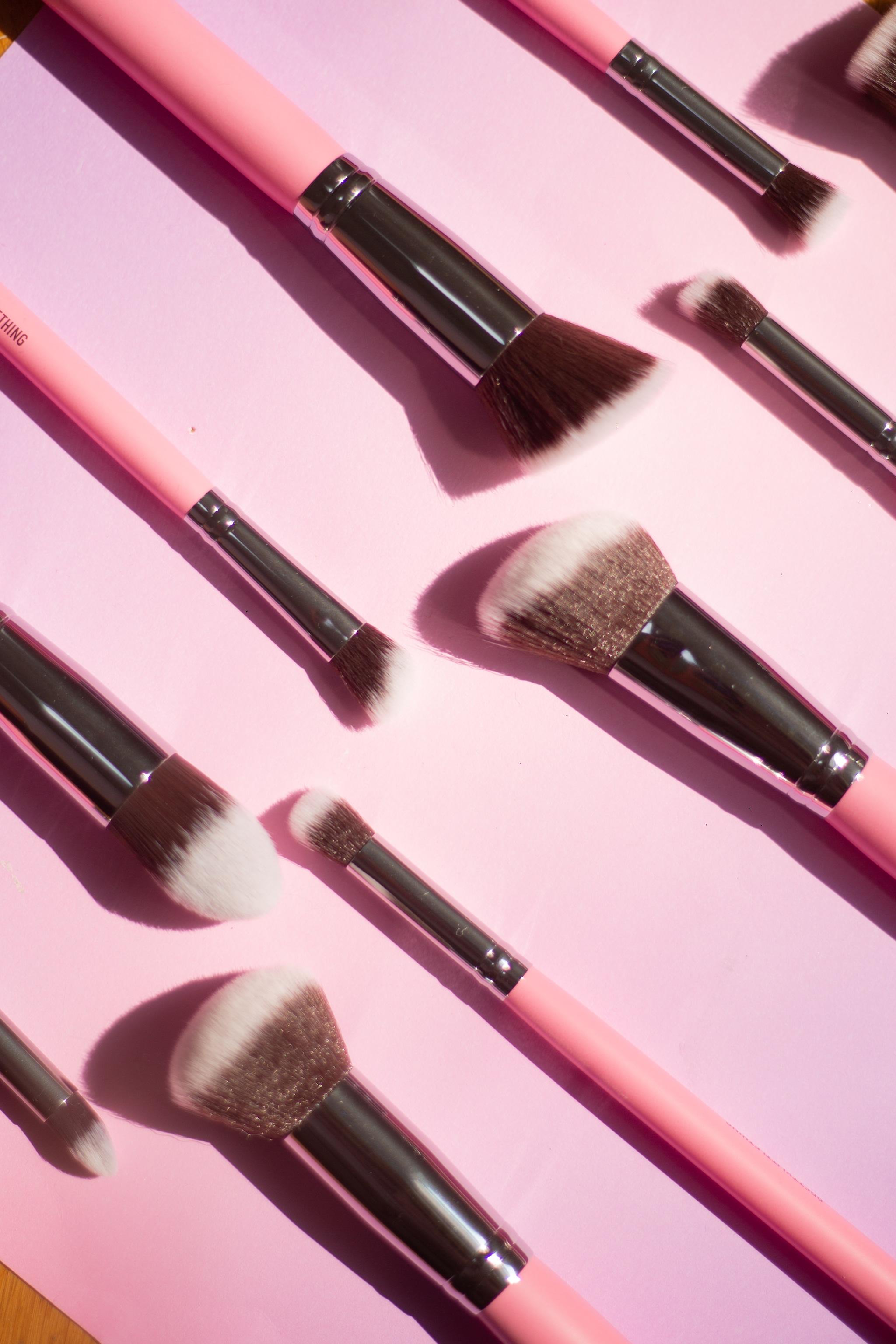 PRETTYLITTLETHING Pink 10 Piece Kabuki Makeup Brush Set 3