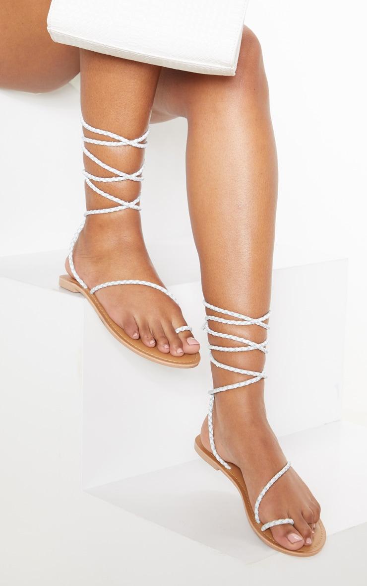 Sandales plates à tresses blanches 1