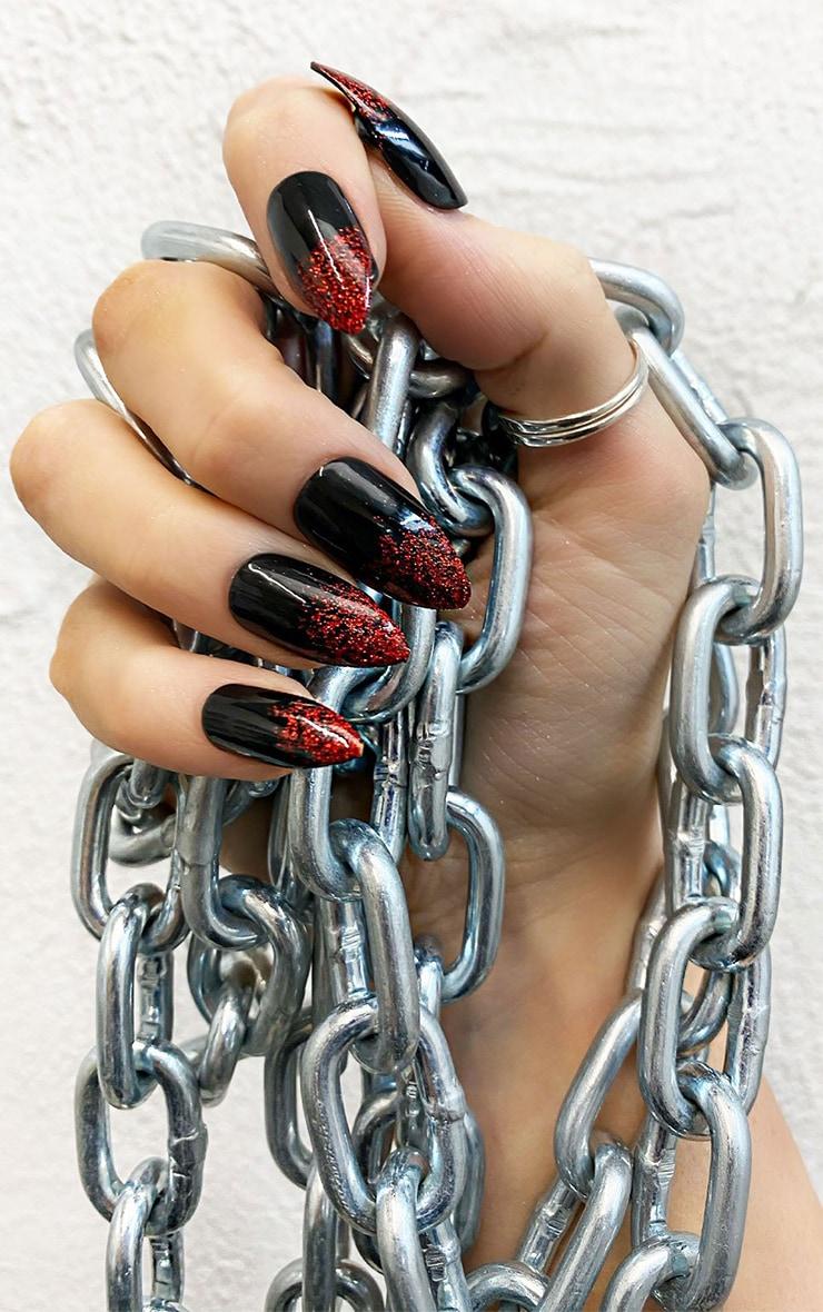 SHRINE Red And Black False Nails 1