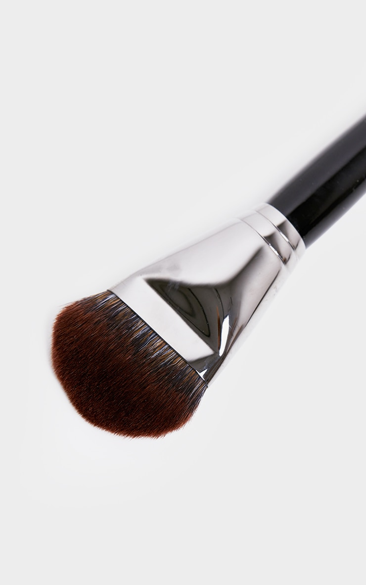 Morphe E63 Wide Angle Foundation Brush Prettylittlething Uae Free shipping to russian federation on all orders over $74.99, otherwise shipping is just $14.99. morphe e63 wide angle foundation brush
