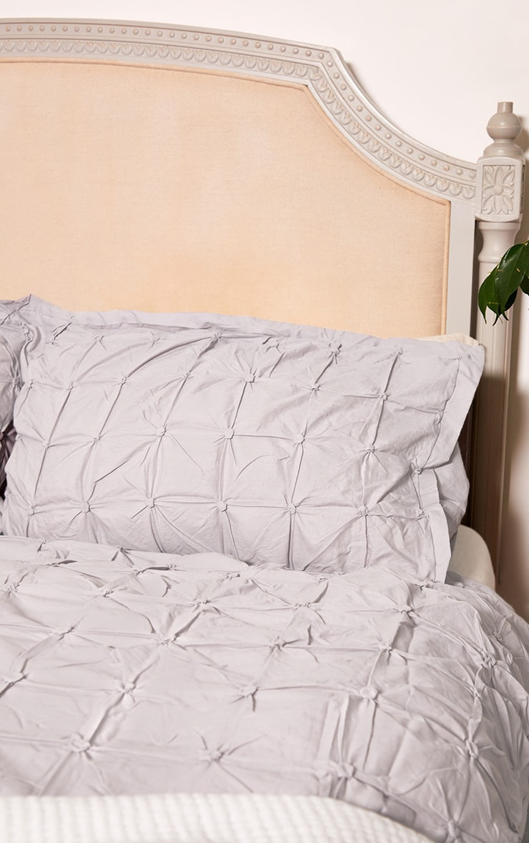 Grey Ruched Pin Tuck Double Duvet Set 1