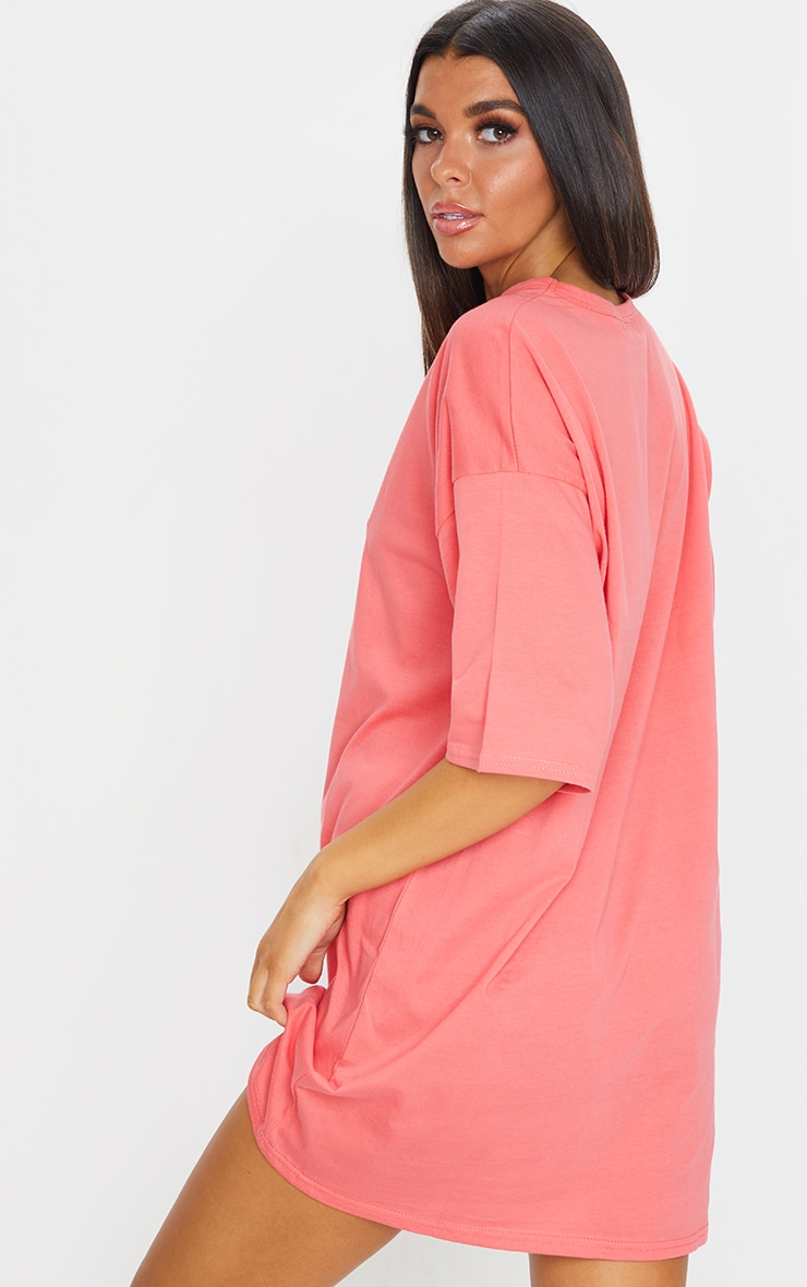PRETTYLITTLETHING Coral Slogan Oversized Boyfriend T Shirt Dress 2