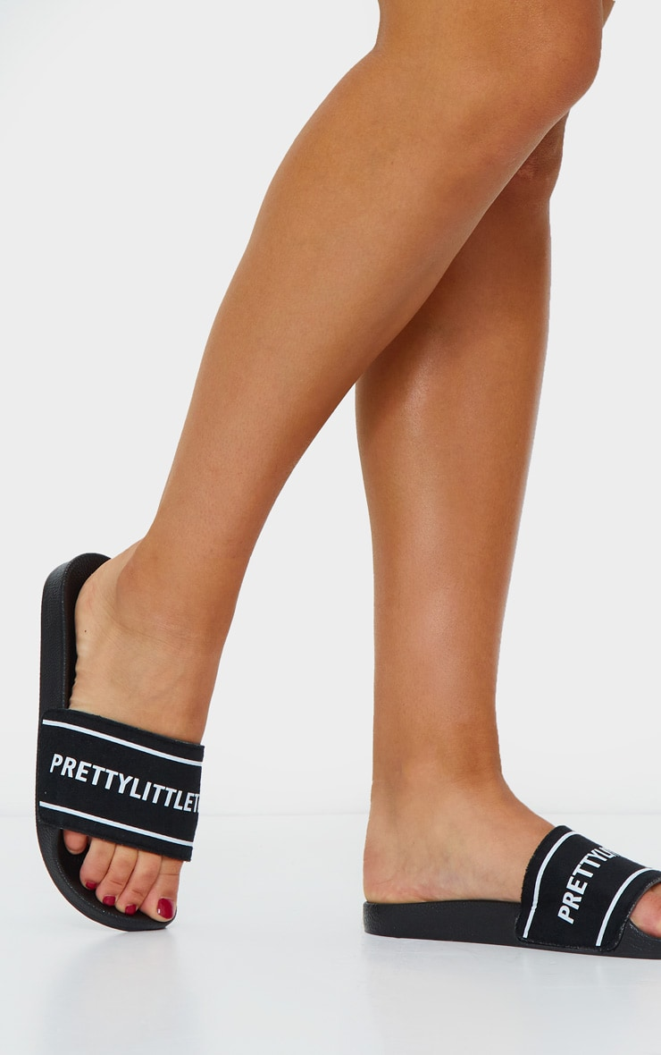 PRETTYLITTLETHING Monochrome Embossed Towelling Sliders 1
