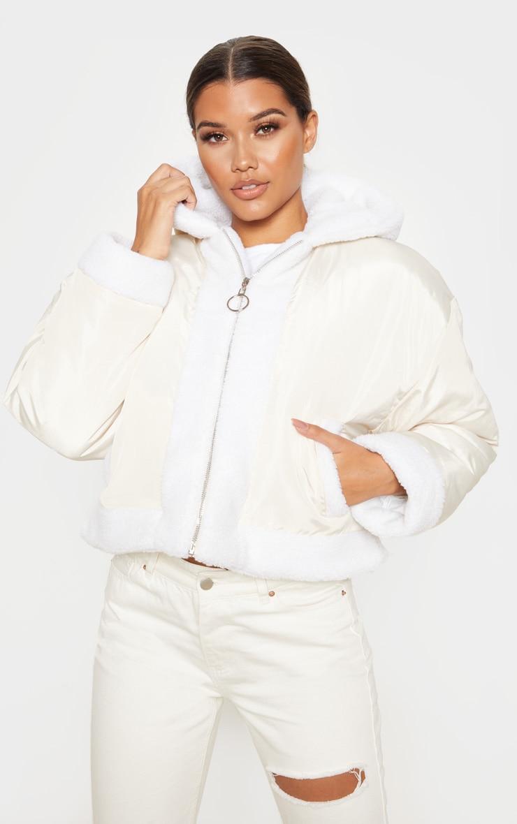 Veste courte à capuche gris pierre à bordures imitation peau de mouton