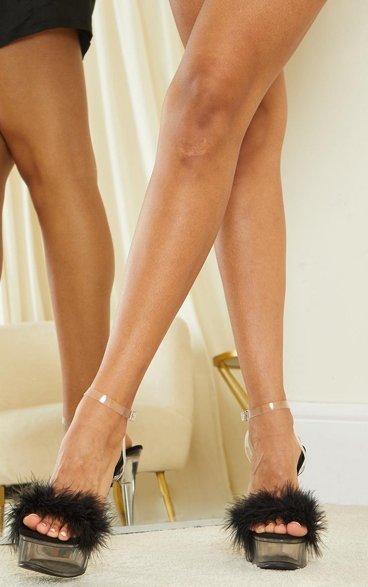 Sandales à plateformes transparentes et bride à plumes noires 2