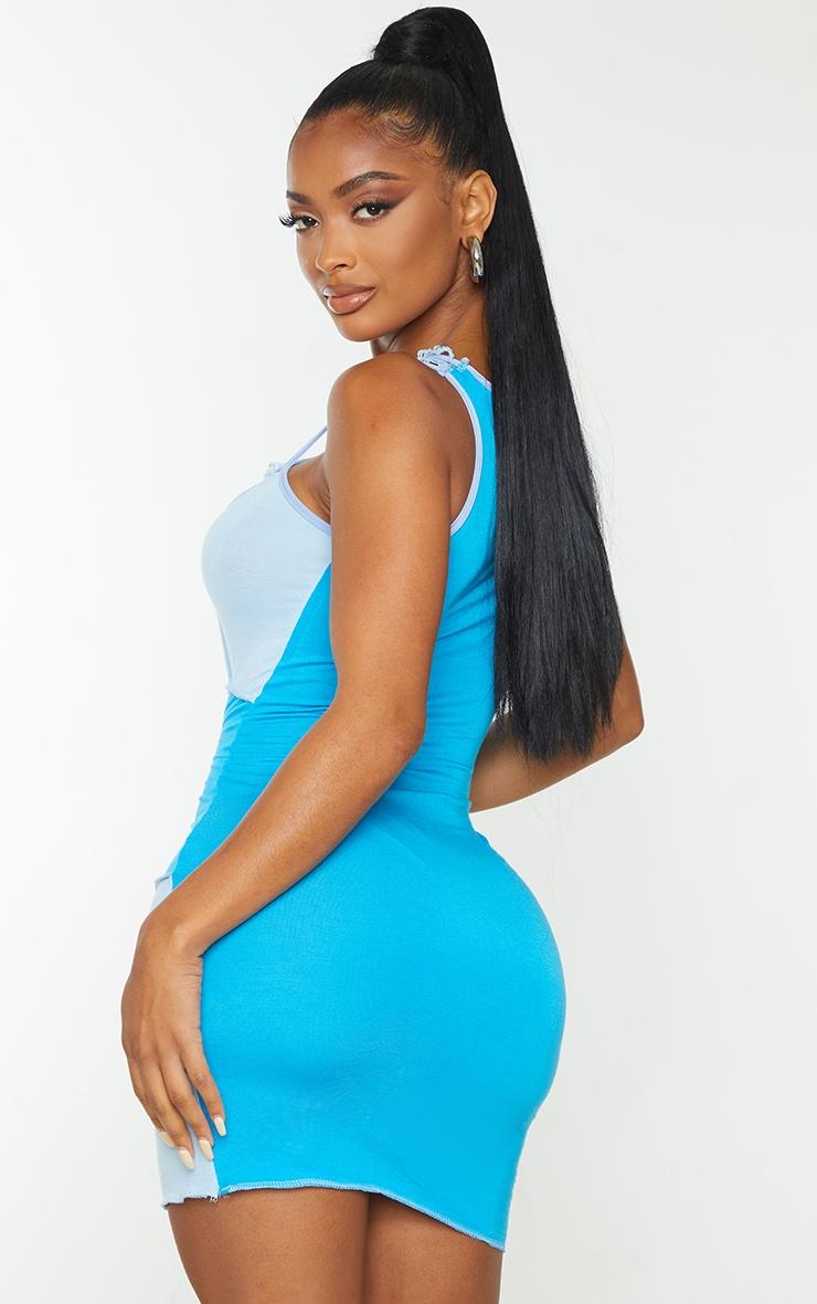Shape - Robe moulante bleue sans manches à empiècements et coutures surjetées 2