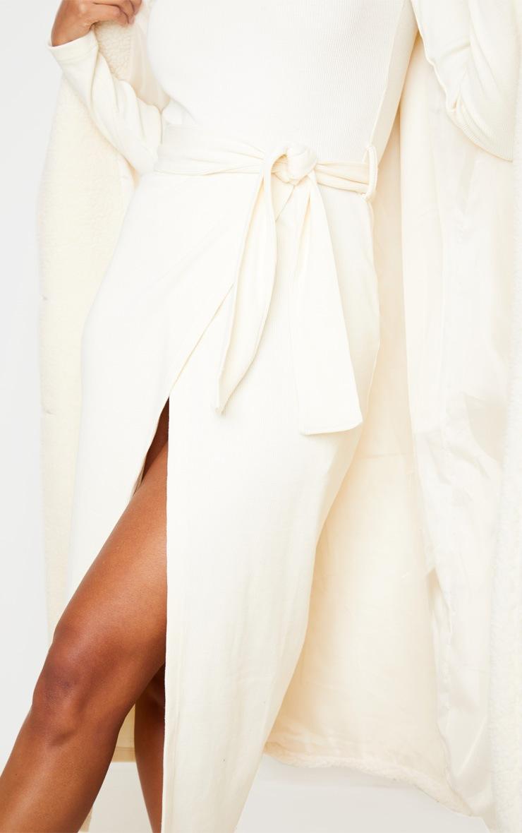 Robe mi-longue portefeuille crème en maille côtelée épaisse à ceinture nouable 5