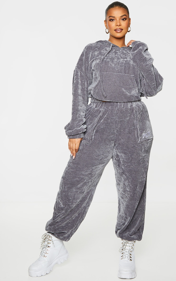 PRETTYLITTLETHING Plus Charcoal Rib Velour Joggers 1