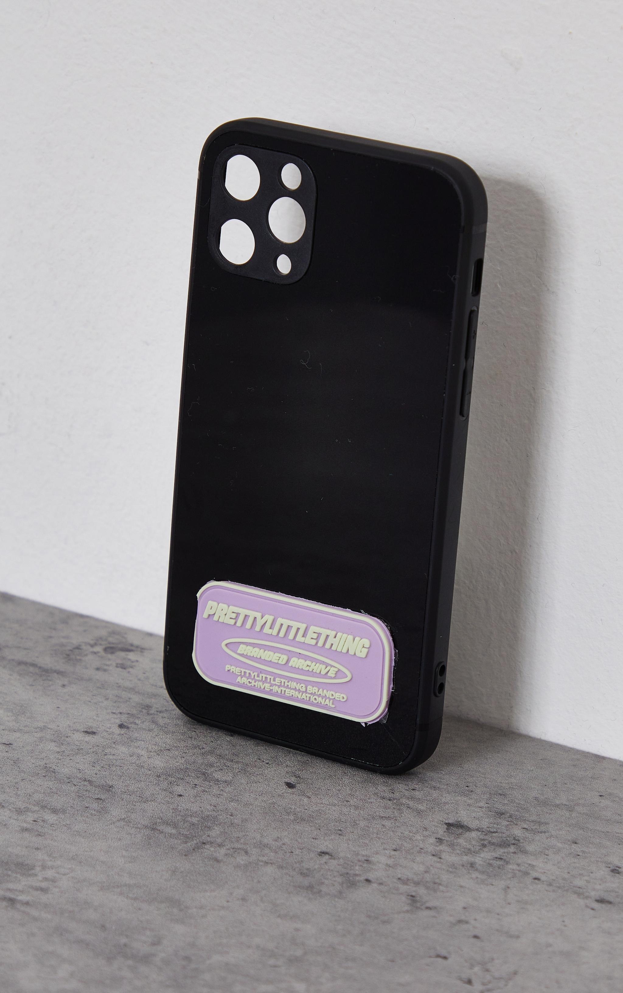 PRETTYLITTLETHING - Coque noire à imprimé Branded Archive pour iPhone 12/12 Pro 3