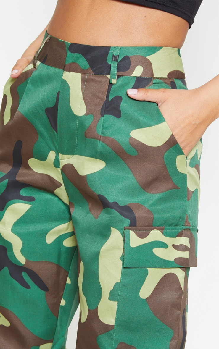 Petite - Pantalon cargo à imprimé camouflage vert  6