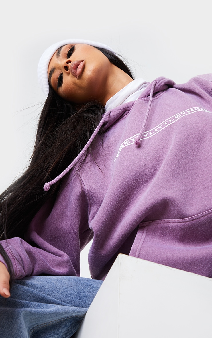 PRETTYLITTLETHING Mauve Printed Washed Hoodie 4