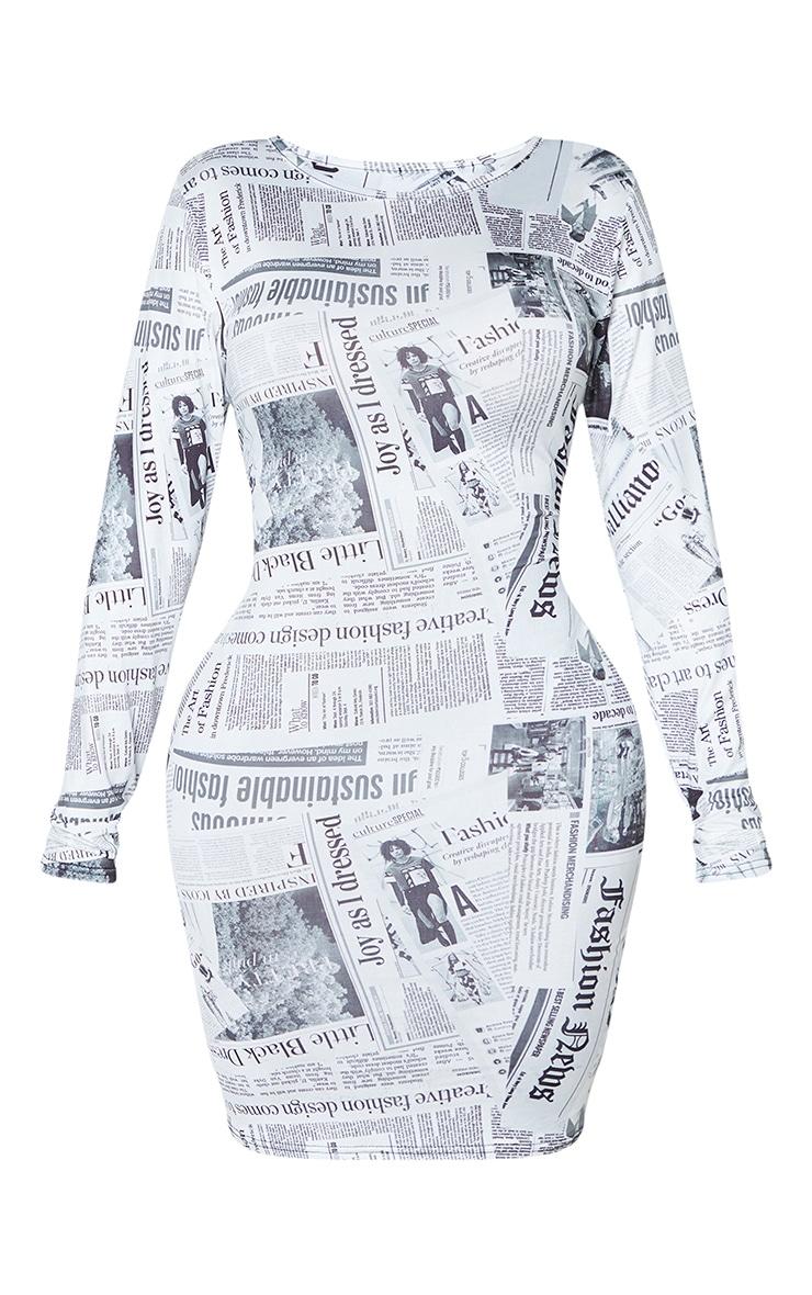 Shape - Robe moulante en coton noir et blanc imprimé journal à manches courtes 3