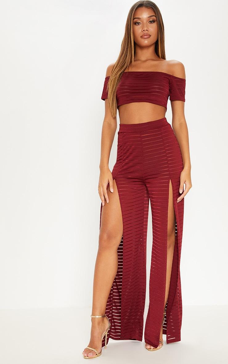 Pantalon en mesh bordeaux fendu