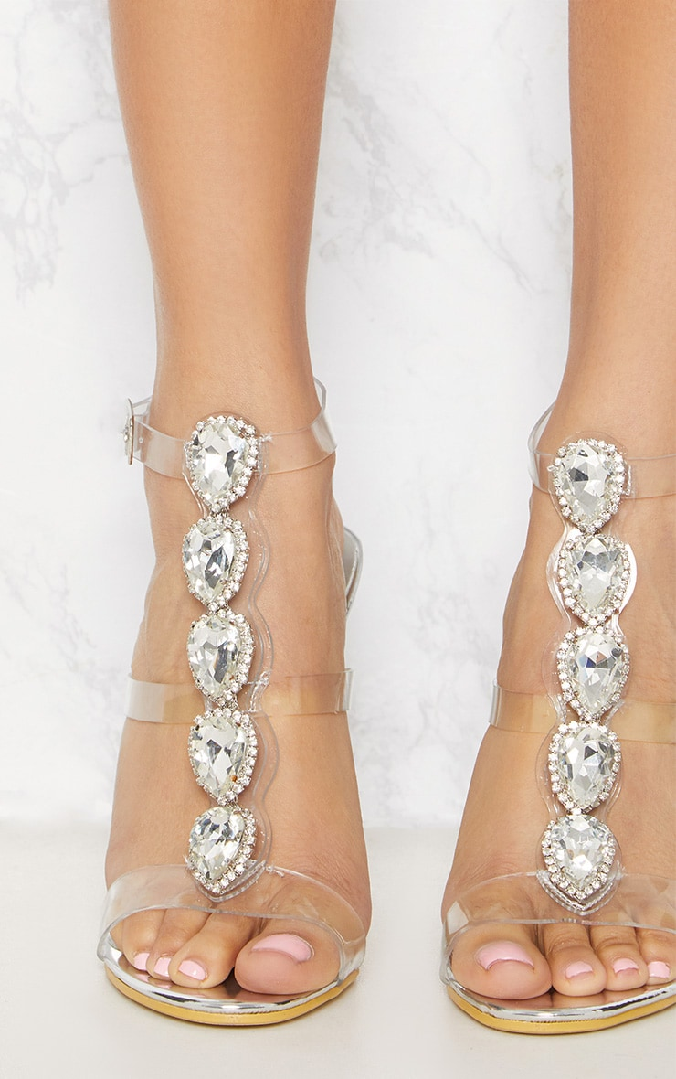 Sandales à talons argentées à ornements 5