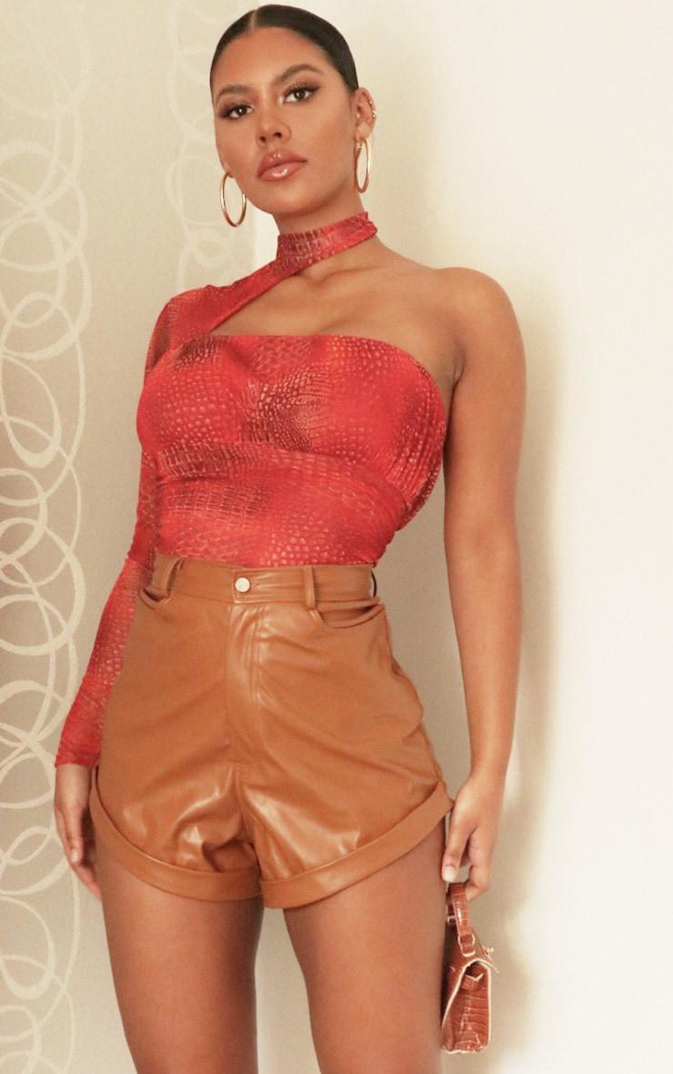 Body en mesh rouge imprimé serpent asymétrique à col montant 1