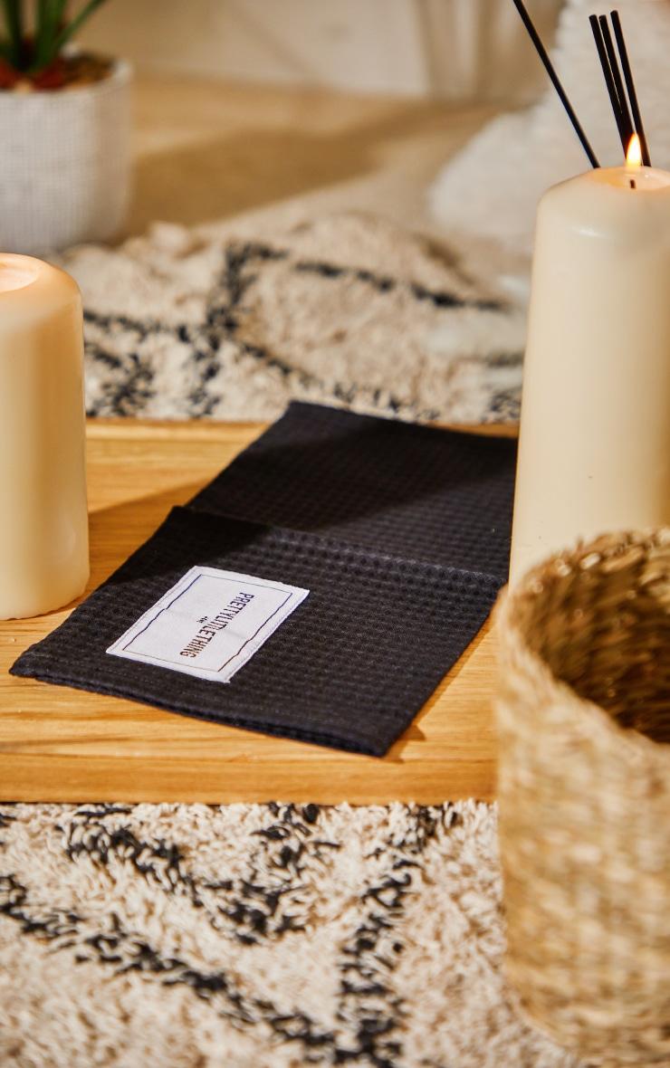 PRETTYLITTLETHING Home - Gant de toilette en maille gaufrée noire 2