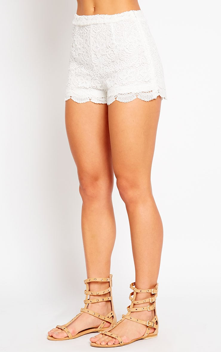 Nella Cream Lace Shorts 3