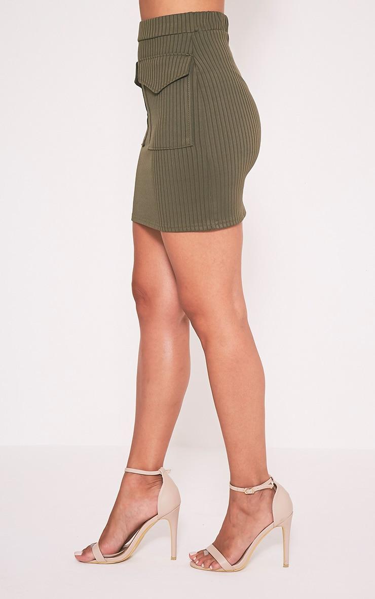 Esta minijupe côtelée à poches kaki 4