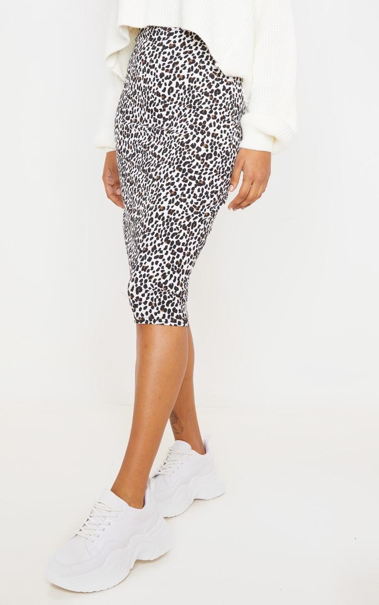 Jupe mi-longue côtelée blanche imprimé léopard 3