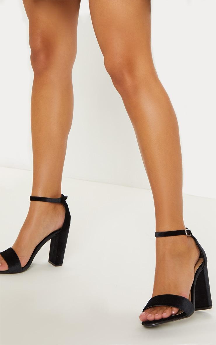 Sandales May noires en velours à talons  1