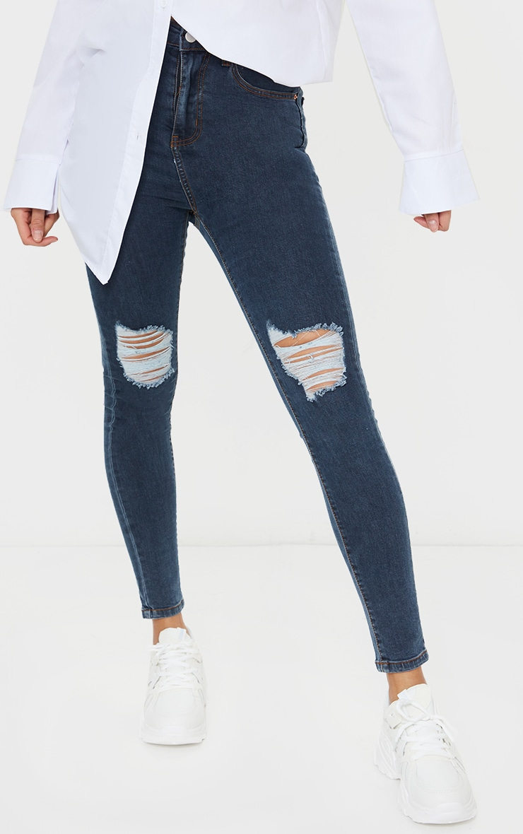 سراويل الجينز الضيق  مزود بخمسة جيوب بتصميم كلاسيكي، لون أزرق داكن، ممزق عند الركبة من بريتي ليتل ثينج 2