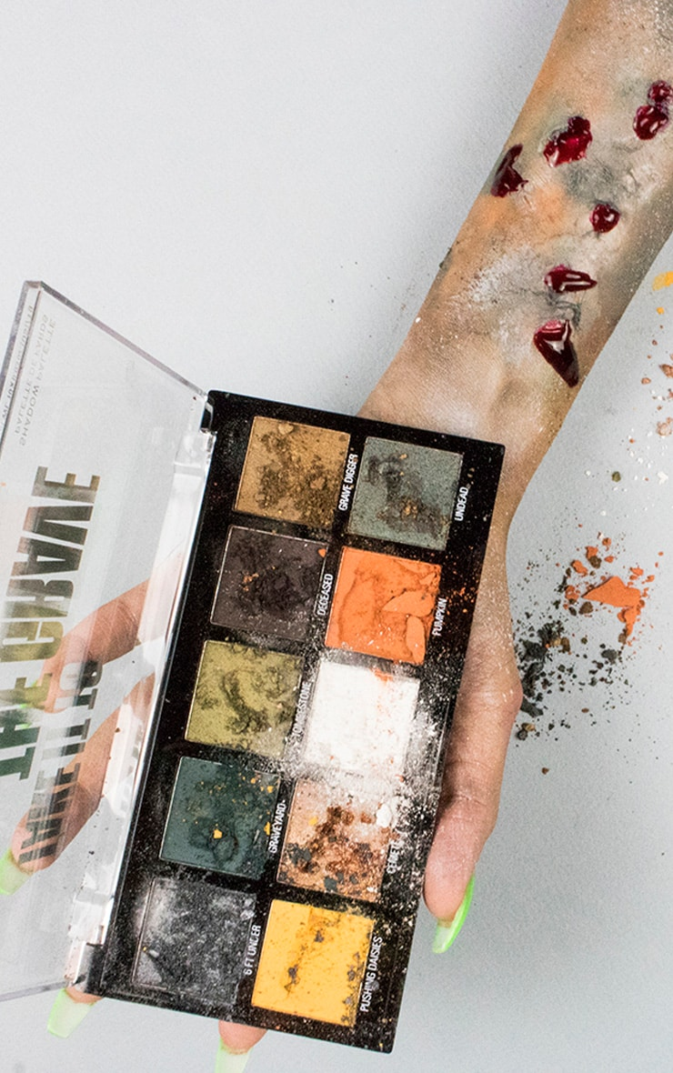 Makeup Obsession Halloween Take It to the Grave Shadow Palette 8