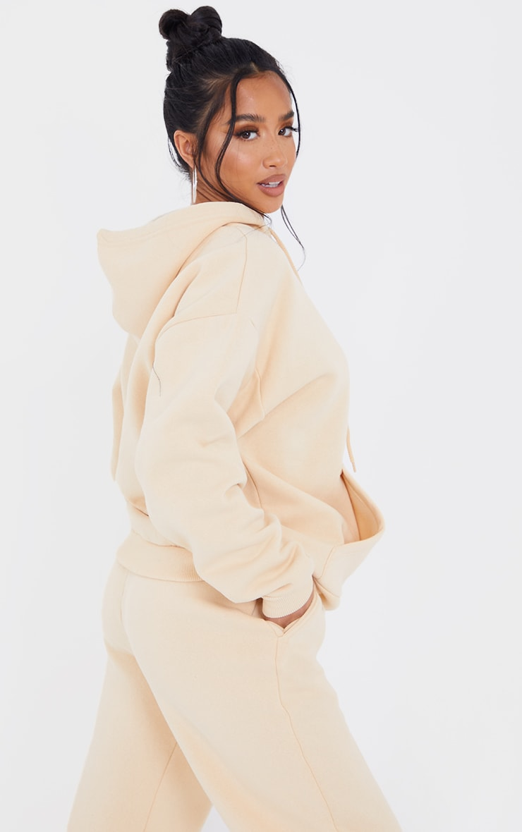 PRETTYLITTLETHING Petite Camel Badge Detail Oversized Hoodie 2