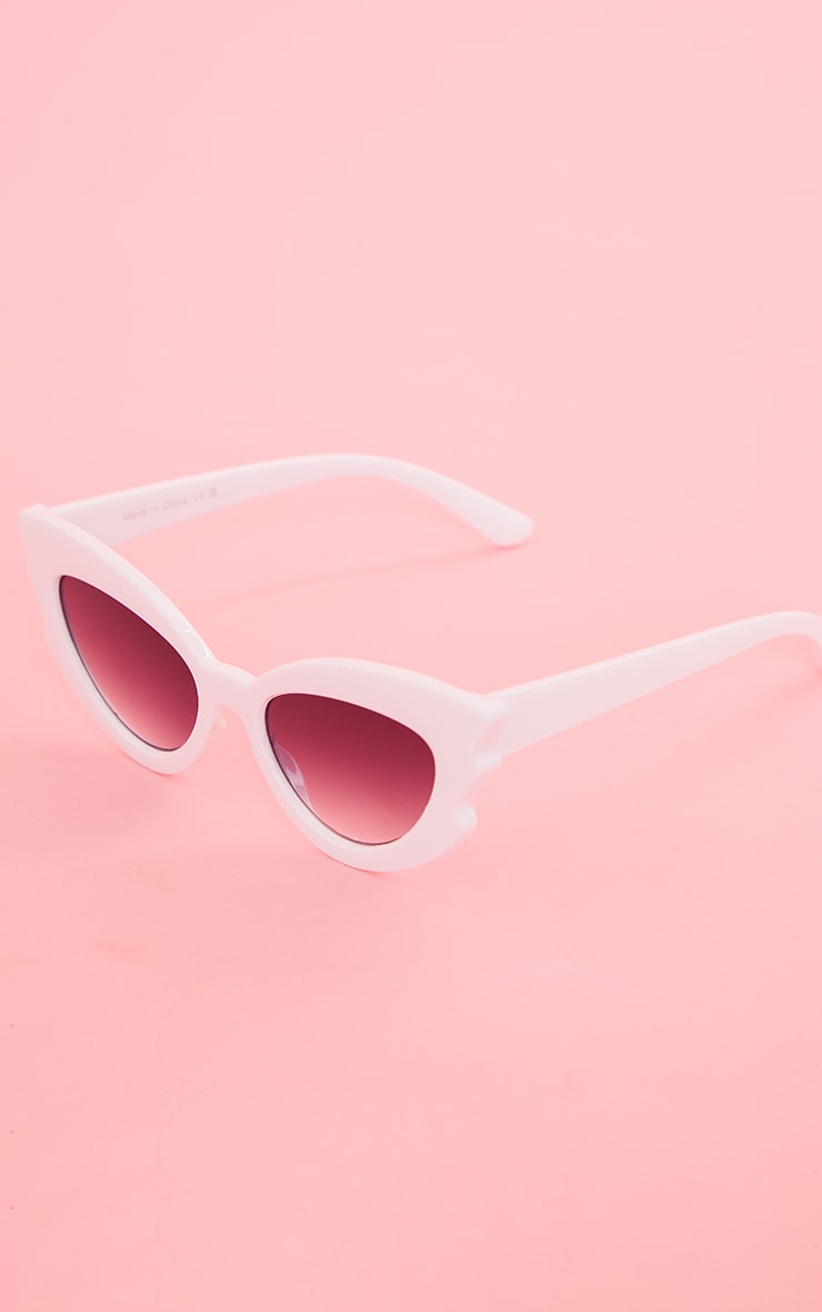 White Winged Cat Eye Sunglasses 2