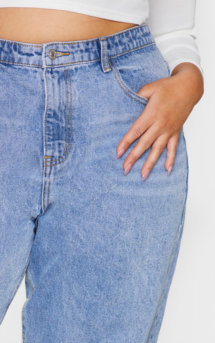 PRETTYLITTLETHING Plus Light Wash Mom Jean 4