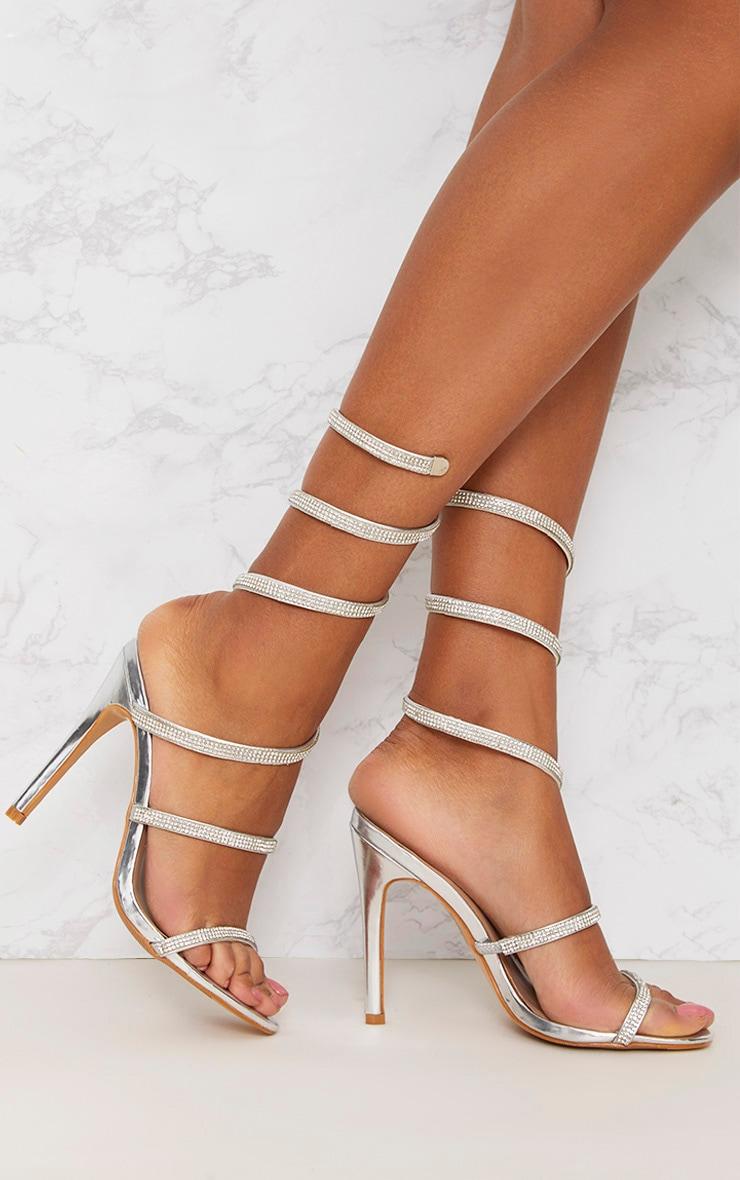 Sandales à talons et bride enveloppée en strass argent 1