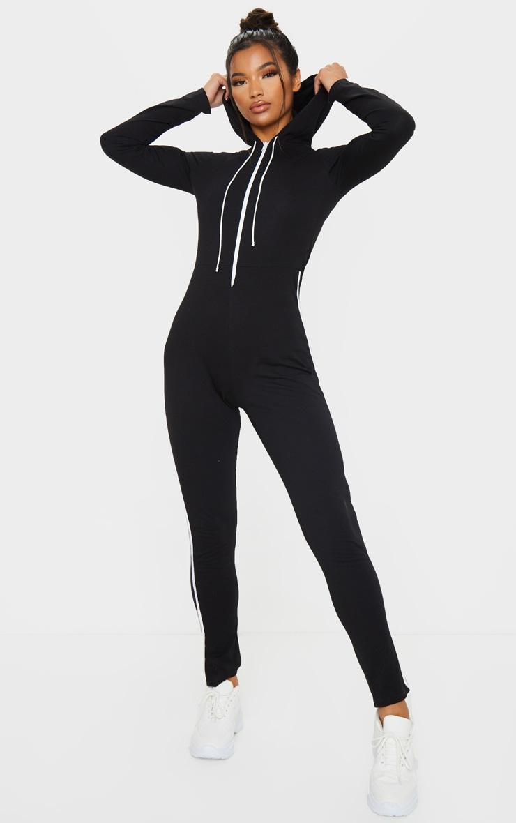 Combinaison de sport hoodie noire à bande sport blanche et détail zip 3