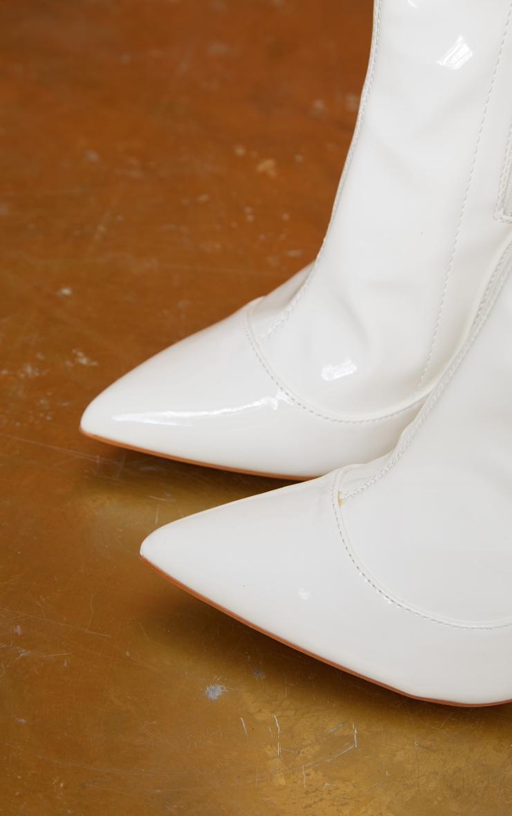 Bottes-chaussettes blanches très pointues  3