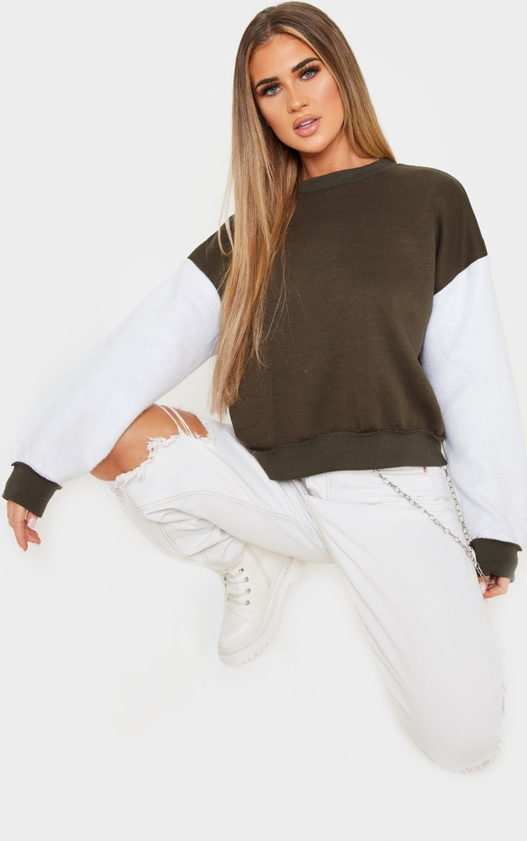 Sweat oversize kaki à manches contrastantes blanches 4