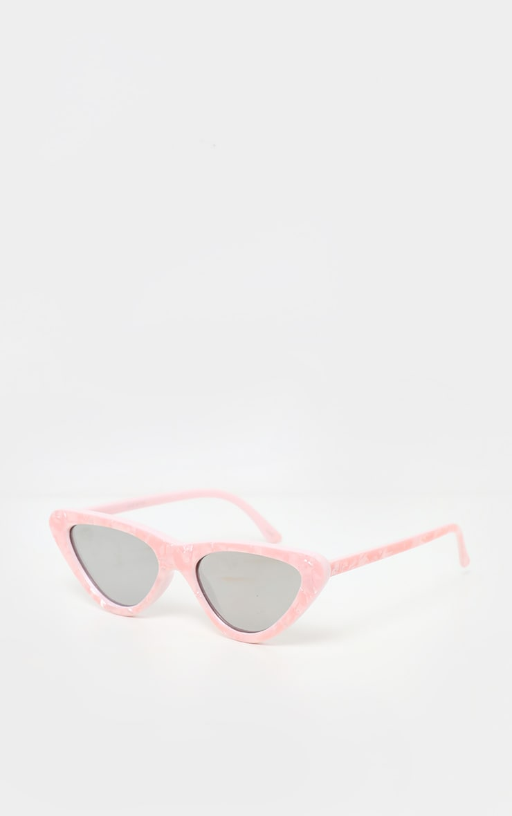 Lunettes de soleil oeil de chat à monture rose effet marbre et verres réflechissants  2