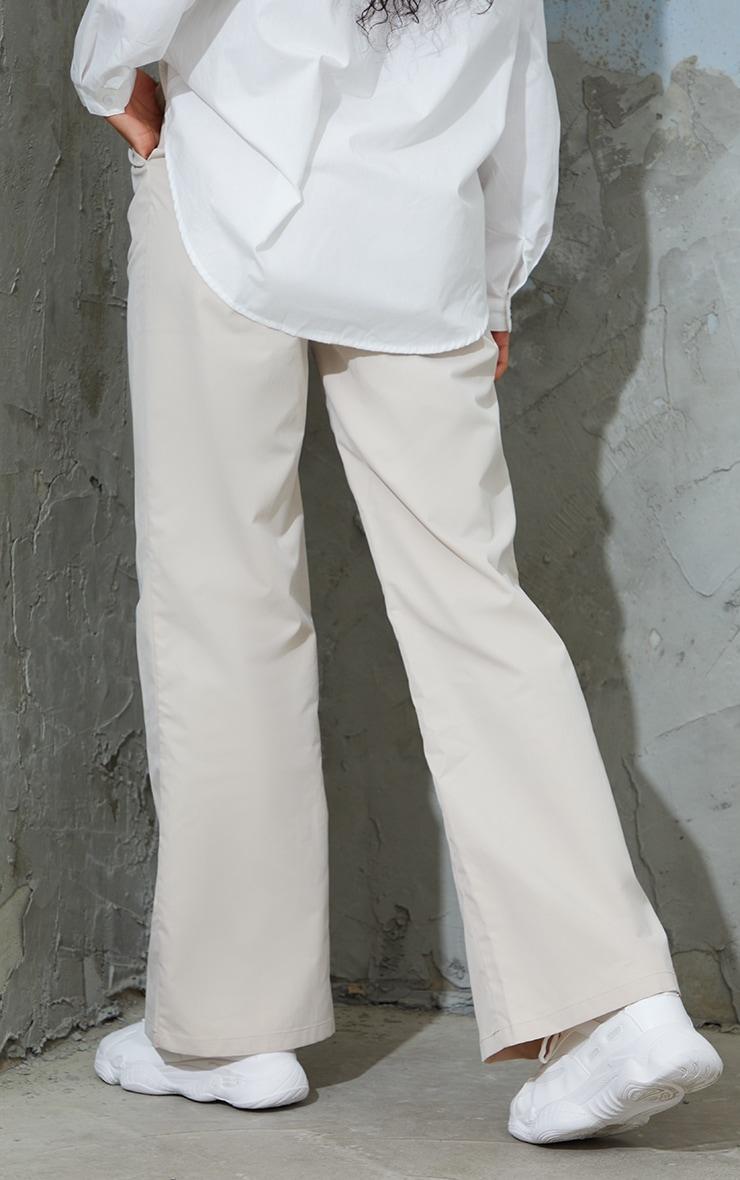Pantalon droit en peau de pêche gris pierre 3