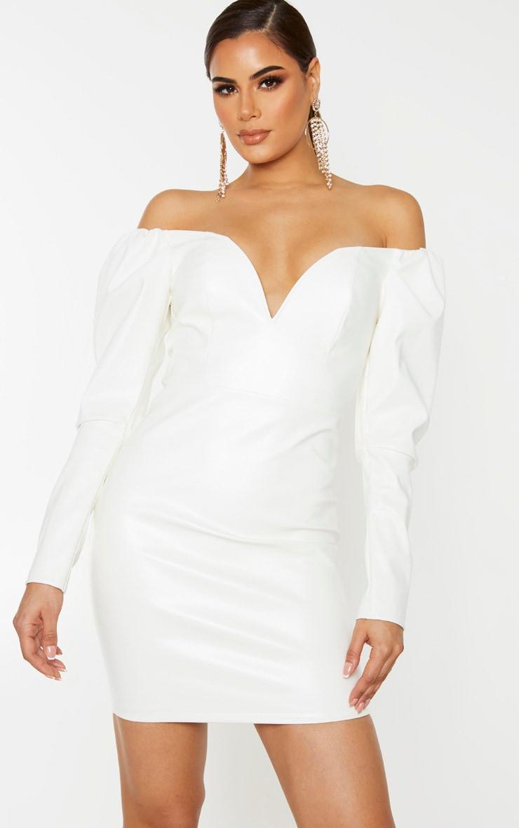 Tall - Mini-robe décolletée en similicuir crème à manches longues 1