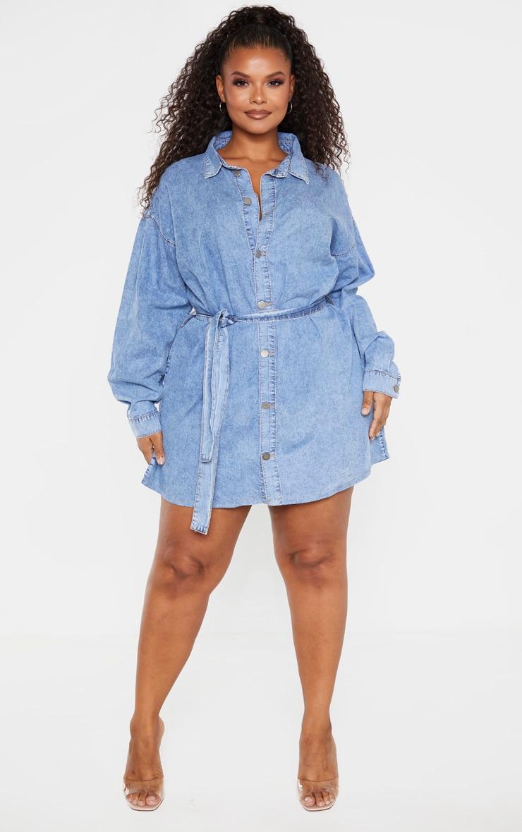PLT Plus - Robe en jean bleu moyennement délavé javelisé à détail ceinture 4