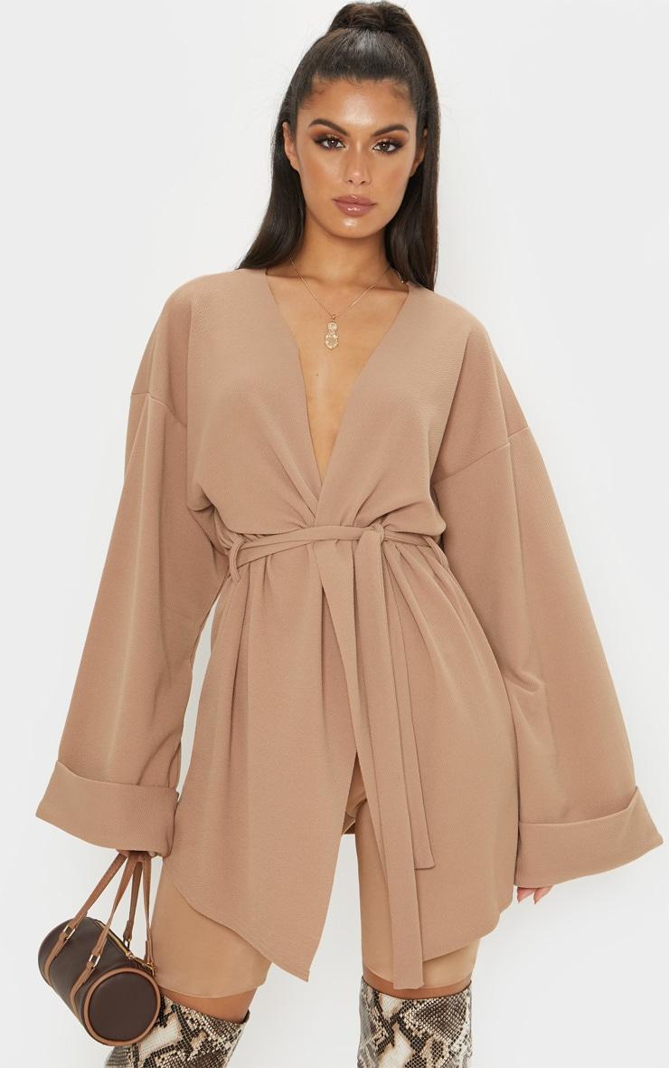 Blazer camel à manches oversize et ceinture 1