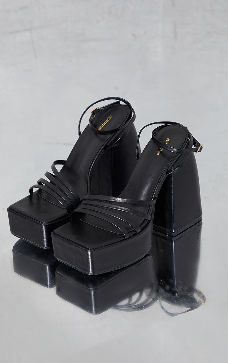 Mules carrées en similicuir noir à plateforme et brides fines 1