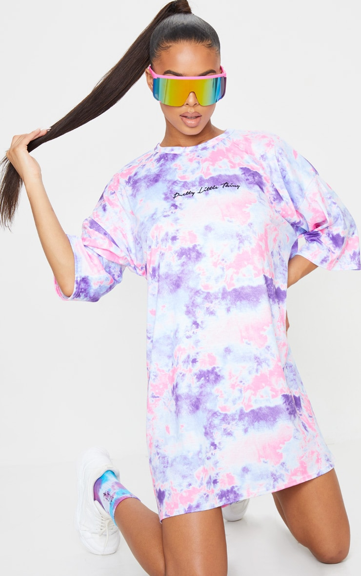PRETTYLITTLETHING Pink Embroidered Tie Dye Boyfriend T Shirt Dress 1