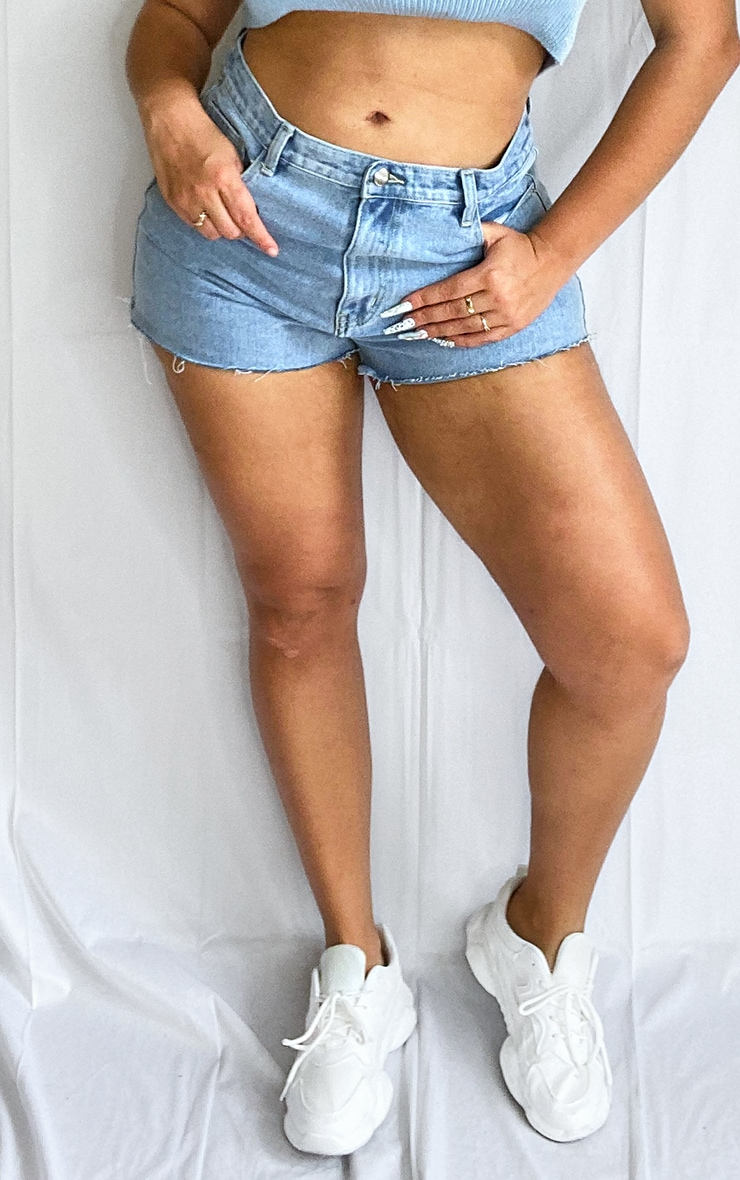 Plus Light Blue Wash Raw Hem Detail Denim Short 2