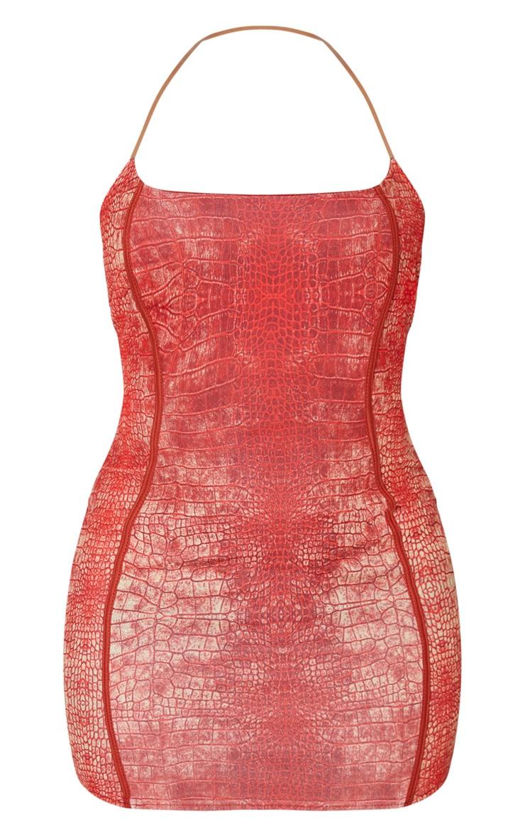 Robe moulante imprimée serpent rouge à coutures apparentes et bretelles transparentes 3