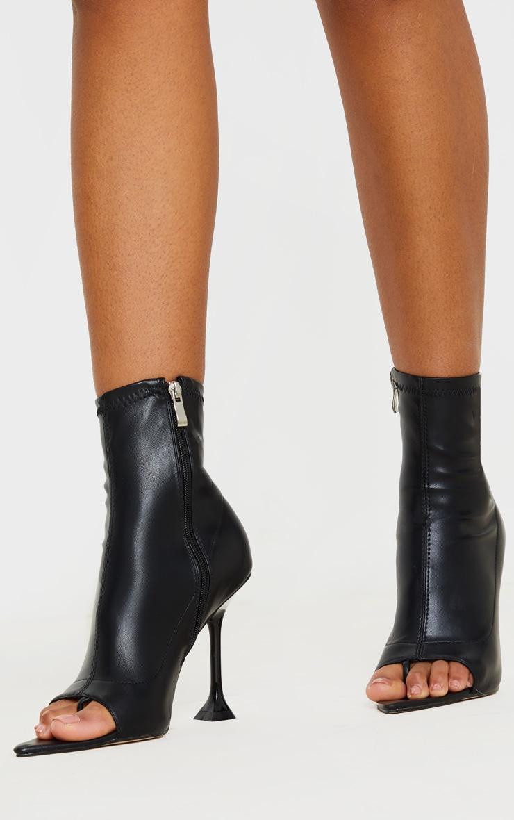 Bottines chaussettes noires à bout ouvert et talon piédestal 1